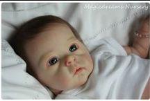 """BEBÊS REBORN / Reborn é uma palavra inglesa que significa """"renascer"""" e é usada para definir a arte de transformar bonecas comuns em bebês que parecem reais , pois as bonecas """"renascem"""" nas mãos dos artistas. Sílvia Brandão"""