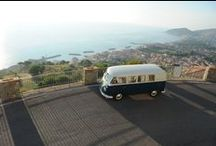 Pulmino Volkswagen / Vintage wedding. La moda si diverte a ripescare dal passato. Il pulmino Volkswagen è ora disponibile in questa frizzante colorazione!