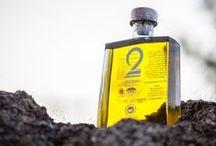 2 lines olive oil , Olivenöl / 2 lines - a bit of Greece in your life! Ein einzigartiges Erlebnis für den Premium Olivenöl Liebhaber! Unsere Leidenschaft zum Olivenöl hat sich zu einem Produkt umgewandelt, das voller Liebe den Verbraucher zu schätzen weiß.Denn unsere Suche nach den besten Olivenölen Griechenlands aus verschiedenen Regionen war für uns ein zauberhaftes Geschmakserlebnis, welches wir uns mit Ihnen teilen wollen.Jedes 2 lines Olivenöl ist eine einzigartige Reise ...