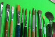 Pennelli per Belle Arti / I pennelli per Belle Arti sono tra gli strumenti fondamentali per dipingere ed ogni tecnica pittorica necessita di modelli specifici che rispondano appieno alle necessità di ogni artista, che sia un pittore professionista o un principiante. Colour Academy dispone di un vasto assortimento di pennelli in Martora, pelo di bue, sintetici, setola, ecc.. Ritiriamo solo pennelli di alta qualitá e dei più grandi marchi di distribuzione Da Vinci , Arches , Tintoretto, Winsor & Newton serie 7
