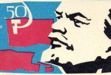 RUSSIAN MATCHBOX LABELS / Sui pacchetti di fiammiferi venivano applicate etichette sia rappresentative del prodotto che pubblicitarie e propagandistiche. Qui una selezione di etichette della produzione dell'Unione delle Repubbliche Socialiste Sovietiche (U.R.S.S.).