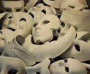 Mask - Maschere / Maschere in cartapesta, plastica, carta e cartone. Maschere neutre e decorate.  maschere per carnevale, halloween o come semplice elemento d'arredo  #mask #carnival #papiermache #decoration #color