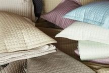 Colchas, Edredones y Duvets / Elegancia, estilo, finura, sofisticación y buen gusto vestirán hasta el último centímetro de tu cama.