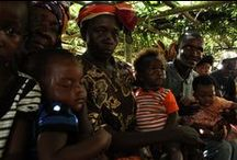 Droga szczepionki w Sierra Leone / W Sierra Leone 20% dzieci umiera przed swoimi 5. urodzinami. Dzieci umierają na odrę, gruźlicę, polio. Większości tych tragedii można by uniknąć, stosując profilaktyczne szczepienia. Niestety tamtejszych rodzin nie stać na zapewnienie ich swoim pociechom. My to zmieniamy. UNICEF jest jedyną organizacja, która zapewnia tradycyjne szczepionki dla dzieci w Sierra Leone. Jedna kosztuje mniej niż złotówkę. Każdy z nas może uratować życie dziecka! www.unicef.pl/pomagam