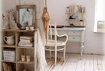 Art and sewing work spaces inspirational touches / Sewing studying researching work places