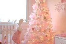 Μύρισε Χριστούγεννα... / Η αγαπημένη γιορτή μικρών και μεγάλων! Όλοι στολίζουμε τα σπίτια μας με αγάπη, χαρά και φαντασία. Κάθε χρόνο όμως θέλουμε να προσθέσουμε και κάτι καινούργιο , κάτι νέο, πρωτότυπο....Δείτε μερικές ιδέες που θα σας ξετρελάνουν!