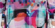 Trend GliTch / O trend Glitch chegou para arrasar nessa primavera - verão 2016 - 2017, com visuais distorcidos e imagens manipuladas pelo computador. Glitch mostra a nossa era digital, o estilo é formado através de alteração digital, que resulta em um ambiente visual reconstruído de ilusões ópticas e padrões irregulares. Glitch está rapidamente se tornando uma tendência para o verão de 2017.