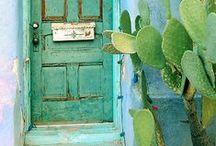 Home & Decoration / Tipos de casa y decoración del hogar.  / by Clara Donoso Chadwick