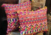 Текстиль / Качественный и красивый домашний текстиль, представленный в нашем магазине добавит безупречности в этнический интерьер. Яркие декоративные подушки из разных стран Мира станут украшением и изюминкой любого дома. Эксклюзивные скатерти подчеркнут совершенный стиль. Пледы и покрывала, привезенные из Анд создадут уют и комфорт. А шелковые простыни дадут окунуться в сказку Тысяча и одна ночь!