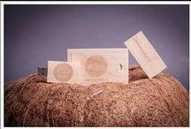 Packs y Memorias USB de madera / Algunos de nuestros trabajos de pendrives personalizados en madera.  Conoce todos nuestros modelos de memorias usb personalizadas en: http://pendrivesparafotografos.com
