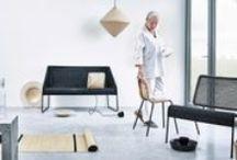 Kolekcia VIKTIGT / Táto decentná kolekcia vznikla v spolupráci so švédskou dizajnérkou skla a keramiky Ingegerd Råman a siaha od ručne fúkaných sklenených výrobkov až po nábytok z pletených prírodných vlákien. Kúsky z kolekcie VIKTIGT boli vytvorené s láskou k remeslu a jednoduchosti a vnesú do vášho domova tichú krásu.