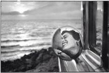 """Eliott Erwitt / Elliott Erwitt (1928-) est un photographe américain d'origine russe, d'enfance européenne, et d'adoption américaine (Magnum). Adepte de l'instantatné malicieux et de la poésie spontanée du comique de situation, il a photographié autant les enfants et les chiens que les stars et les soldats : """"faire rire les gens est une des plus parfaites réussites qu'on puisse espérer"""". / by Christophe Calame"""