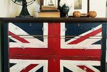 Chest of drawers - Komódy / Komody  sú ideálnym riešením úložného priestoru v domácnosti i dnes. Elegantné komody sú najuniverzálnejší nábytok vo všetkých domácnostiach a dokonca aj v jedálni, či kuchyni. U nás si vyberiete komody v rôznych prevedeniach a vo vysokej kvalite.