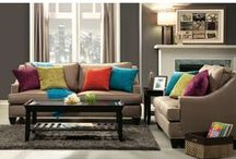 Sofa sets - Sedacie súpravy / Nevyužitý roh obývačky? Vyberte si rohovú sedaciu súpravu a maximálne tak využite priestor obývačky. Rohová sedačka je pohodlná a aj praktická. Úložný priestor v rohovej sedačke slúži na odkladanie vecí a po rozložení sedačky na nej môže prespať vaša návšteva alebo člen domácnosti.