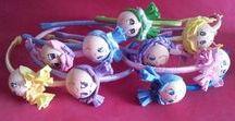 Complementos infantiles de Un baúl de princesas / Artículos de bisutería y complementos para las peques, tales como pendientes, pulseras, broches, diademas...