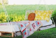 DIY Outdoor Hanging Beds / Awesome DIY Outdoor Hanging Beds