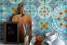 Colorful Kitchen Backsplashes / Making An Accent: Colorful Kitchen Backsplashes