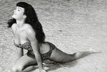 Pin-Up:Bettie Page ♫ ♪ ♥●•٠·˙ ☯ / Bettie Mae Page est un mannequin américain, célèbre dans les années 1950 pour ses photos de pin-up mais également pour nombre de clichés fétichistes, née le 22 avril 1923 à Nashville dans le Tennessee et morte le 11 décembre 2008 à Los Angeles. Wikipédia