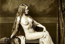 Photographer:Alfred Cheney Johnston ♫ ♪ ♥●•٠·˙ ☯ / Alfred Cheney Johnston, né le 8 avril 1885 et mort le 17 avril 1971, est un photographe new-yorkais connu pour ses portraits des showgirls des Ziegfeld Follies et ses photographies d'actrices et d'acteurs des années 1920 et 1930. Wikipédia