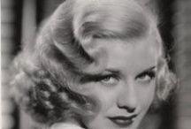 Boucles vintage - coiffures bouclées style rétro / Mes coiffures sur cheveux bouclés préférées des années 20, 30, 40, 50, 60. Coiffures crantées, bombées, bouffant, coque, etc. So chic !