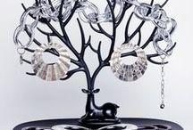 Pour vos bijoux / Retrouvez une sélection de porte bijoux, boites et étuis pour vos bagues, bracelets et boucles d'oreilles.