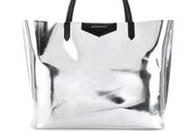 °Begging for bags° / Every women want to have these amazing bags.
