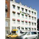 """HOTEL DESIGN / Im Zuge des Kommunikationsprojektes """"PROJECT FOX"""" für Volkswagen gestaltete eventlabs zusammen mit 21 jungen Streitart-Künstlern aus aller Welt innerhalb von nur drei Monaten ein gewöhnliches Drei-Sterne-Hotel um, zum vermutlich kreativsten Hotel der Welt, dem """"Hotel Fox""""."""