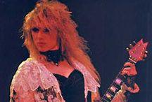 Les Dames de la guitare ! / Dans le monde de la #guitare, il est commun de connaître des grands noms tels que Van Halen, Hendrix, Clapton ou encore Page. Qu'en est-il cependant des dames ? Ces incroyables #femmes qui n'ont rien à envier à leurs homologues masculins ? Ce tableau leur fait #hommage. Keywords :  woman women lady ladies guitarist guitar girl rock