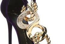 Zapatos, bolsos y joyas.