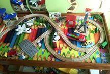 tavolino trenino di legno / postazione gioco per trenino di legno