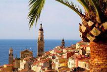 C ô t e  D'  A z u r / Als Côte d'Azur wird ein Teilstück der französischen Mittelmeerküste bezeichnet. Der Name ist eine Schöpfung des Dichters Stéphen Liégeard, der 1887 ein Buch mit dem Titel La Côte d'Azur veröffentlichte.