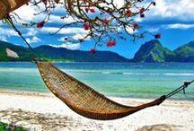 Praia, sol e água fesca / O que pode ser melhor no verão? Chinelos, sandálias e rasteirinhas são a companhia ideal!
