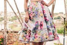 Lady Like / Saias rodadas, cintura marcada, muitas flores, rendas, laços e fitas. Assim é o Lady Like, um estilo romântico e elegante, com um ar retrô, que é tendência deste verão.