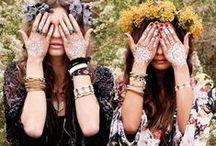 Delicadeza Floral / Estampas miúdas e tons leves são a mistura perfeita para um visual feminino e com aquela bossa sessentinha.
