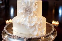 Wedding cakes / Here are a few of my favorite #weddingcakes / by Calla Design