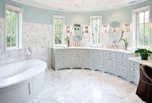 HGTV: Bathrooms / by Jessica Vucish