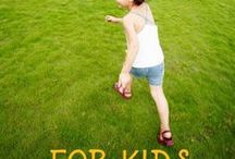 Outdoor Fun for Kids / Fun in the outdoors - whether it be in your backyard or out on a nature walk, here are loads of ways to get the kids playing outside.