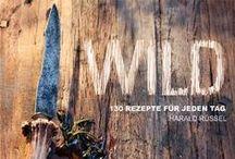 Wild / von Harald Rüssel Rehrücken küchenfertig vorbereiten? – Leicht gemacht! Die richtigen Zutaten für eine echte Hirschroulade verwenden? – Kein Problem! Den Garpunkt eines perfekten Wildschweingulaschs kennen? – Ganz einfach! Das Standardwerk zur Wildküche, nicht nur für Jäger! ISBN: 978-3-86528-734-2