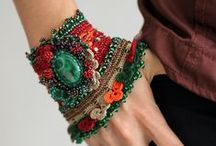 Beads and jewelry / Sutache, smaller macrame (including friendship bracelets), beads, some random jewelery. DIY and not-DYI.