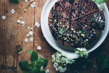 cakes with chocolate / Chocolate for breakfast is not only a romantic comedy film ... Recipes with also vegan, gluten-free and sugar alternativ options.