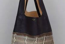 Laukkuja ja kukkaroita -Bags and purses / Kaikenlaisia laukkuja ja pussukoita joissa on sopivasti ideaa