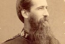 Heilsarmee Hipster / Beim Anblick der ein oder andere dieser Bartprachten würde manch ein Hipster heutzutage wohl den Drang verspüren, sich in eine Ecke zu stellen und über sein Leben zu jammern. Hip seit 1865 – die Heilsarmee. (Epic beards of the Salvation Army).