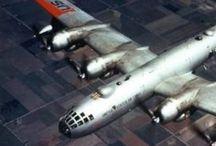 B 50 Superfortress / Boeing B-50 foi uma evolução do protótipo XB-44 Superfortress que fora derivado do Boeing B-29 Superfortress. Seu primeiro voo ocorreu em 25 de junho de 1947, sendo que no ano seguinte entraria em serviço na USAF. Foi empregado na Guerra da Coreia como avião de reconhecimento aereo. A produção total do Boeing B-50 foi de 371 aviões, construídos entre 1947 e 1953