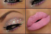 Maquiagem dos olhos maquiando...