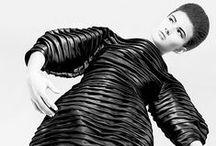 Plis : Inspiration couture / Sélection des plis en couture et haute couture par Mercerie Caréfil : plis couchés, plis nervures, plis plats, plis creux, plis religieuses...