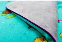 Lapinoo Kocyk Bambusowy Skorupiaki - szaro-fioletowy / Lapinoo to francuska marka oferująca wysokiej jakości tekstylia dla dzieci. Marka powstała, opierając swe produkty na unikalnym designie, naturalnych tkaninach i szczególnej dbałości o produkt, jaki trafia w Twoje ręce.