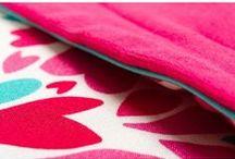 Lapinoo Kocyk Bambusowy Serduszka / Lapinoo to francuska marka oferująca wysokiej jakości tekstylia dla dzieci. Marka powstała, opierając swe produkty na unikalnym designie, naturalnych tkaninach i szczególnej dbałości o produkt, jaki trafia w Twoje ręce.