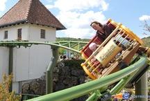 G Sengte Sau - Tripsdrill (Allemagne) / Photos du Roller Coaster G Sengte Sau situé à Tripsdrill (Allemagne). Plus d'information sur notre site http://www.e-coasters.com !! Tous les meilleurs Parcs d'Attractions sur un seul site web !! Découvrez également notre vidéo embarquée à cette adresse : http://youtu.be/oZ_KQBGMzjk