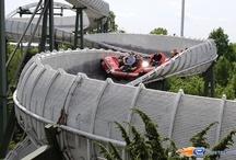 Schweizer Bobbahn - Heide-Park (Allemagne) / Photos du Roller Coaster Schweizer Bobbahn situé à Heide-Park (Allemagne). Plus d'information sur notre site www.e-coasters.com !! Tous les meilleurs Parcs d'Attractions sur un seul site web !! Découvrez également notre vidéo embarquée à cette adresse : http://youtu.be/cuuELvTvUpU