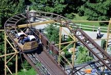 Le Schlitt Express - Nigloland (France) / Photos du Roller Coaster Le Schlitt Express situé à Nigloland (France). Plus d'information sur notre site http://www.e-coasters.com !! Tous les meilleurs Parcs d'Attractions sur un seul site web !! Découvrez également notre vidéo embarquée à cette adresse : http://youtu.be/PFdoJPmoFQU